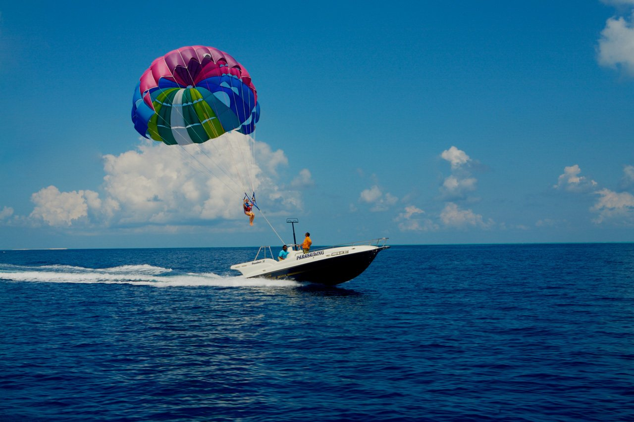 Maldives Scuba Diving Parasailing