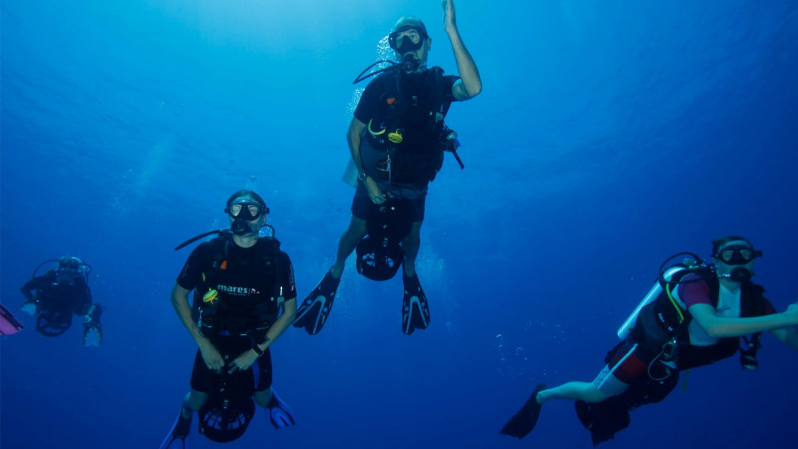 Diving with underwater scooters at lily beach resort maldives for Dive scooter