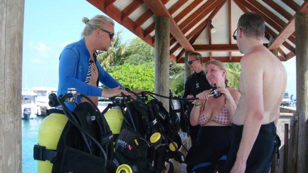 Maldives scuba diving briefing
