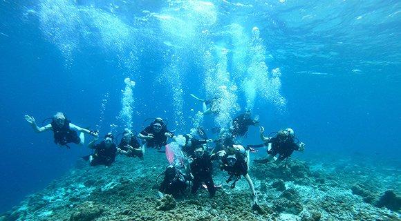 Group diving Maldives