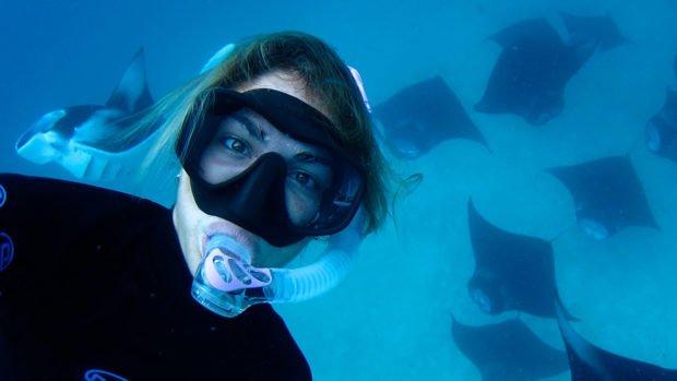 Maldives snorkelling mantas